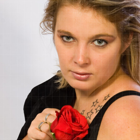People | Frau mit Rose und Tattoo